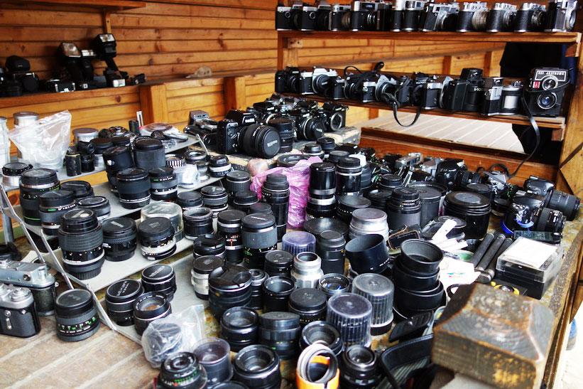 Фотоаппараты и объективы на Блошином рынке в Измайлово